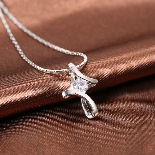 Fashion Alloy Clavicle Chain Twisted Cross Diamond Pendant Necklace for Women Jewelry
