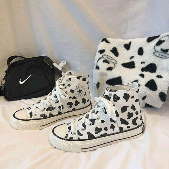 Women's graffiti cow canvas shoes