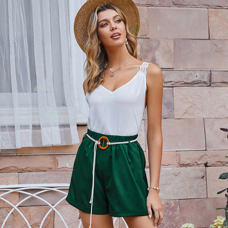 Green belt mid-rise loose shorts