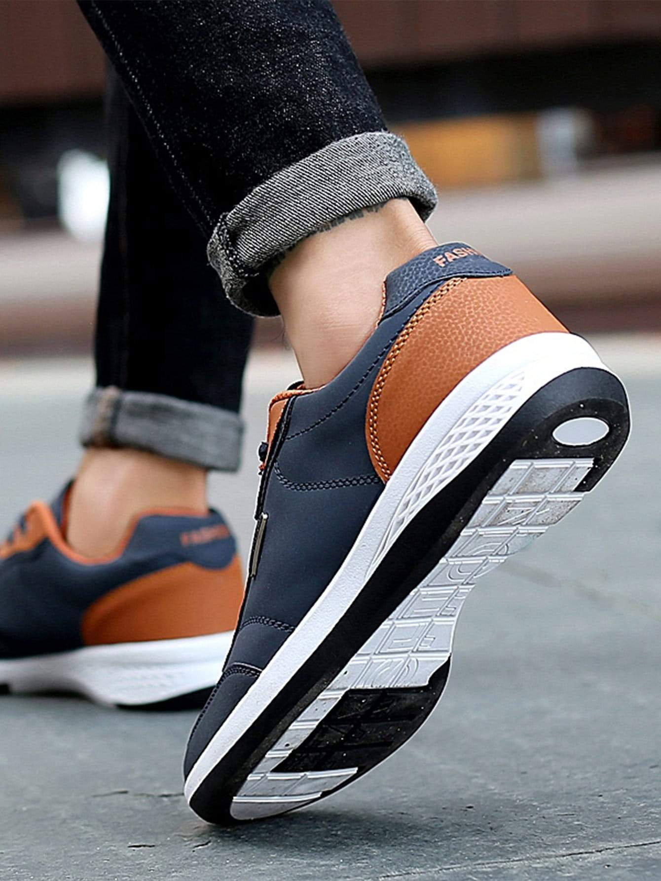 Men Lace Up PU Sneakers