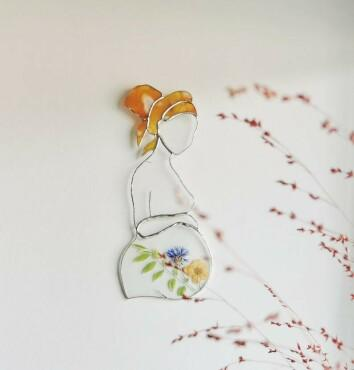 Blooming Belly - Glass Ornament with Real Pressed Flowers