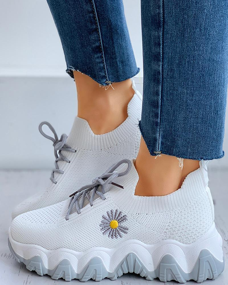 Twinklemoda Daisy Pattern Lace-up Breathable Sneakers