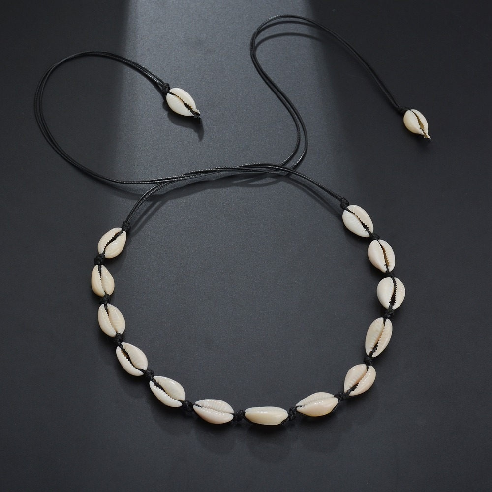 2Pcs/Set Cowrie Puka Shell Choker Necklace For Women Hawaiian Beach Seashell Pearls Choker Necklace Statement Adjustable Cord Necklace Set