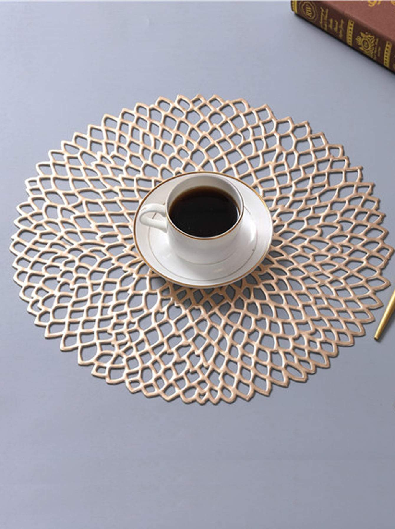 Round Hollow Placemat 1pc