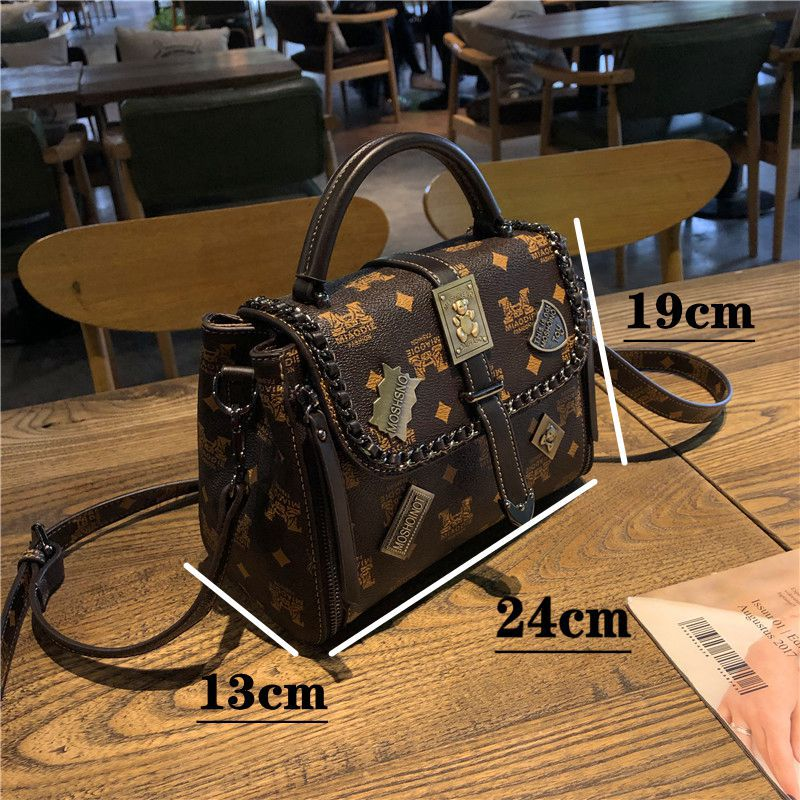 Retro portable fashion One Shoulder Messenger Bag