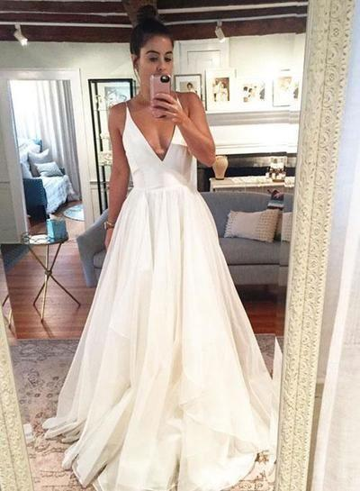 Fashion And Beautiful Maxi Dresses For Weddings For Girl