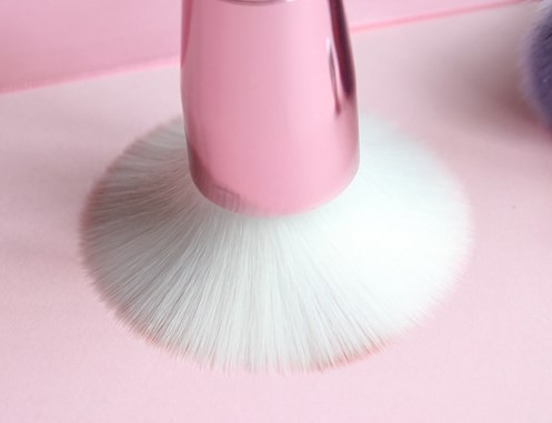 Cute cat pace Foundation brush