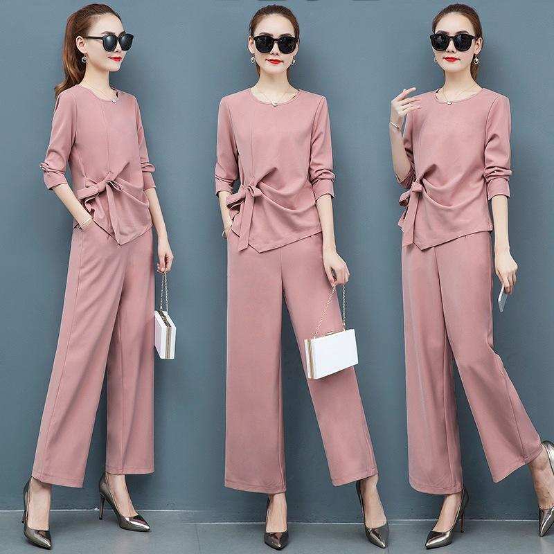 That with a solid color Two-piece