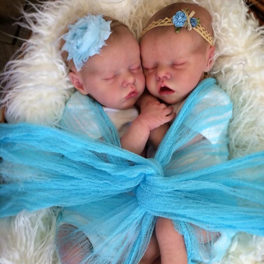 17 '' Real Lifelike Twins Sister Amy and May Reborn Baby Doll Girl