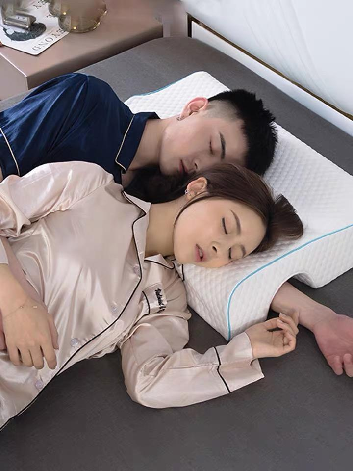 Lovers pillow one body does not press hands and anti-pressure hemp arm to help sleep memory foam pillow boyfriend couple pillow double pillow